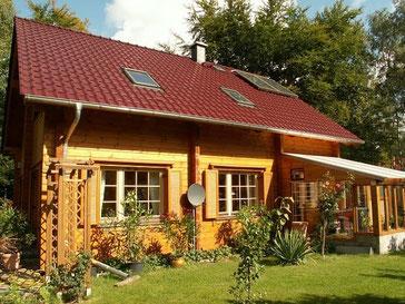 Blockhaus Schönwalde mit Wintergarten als Einfamilienhaus - Blockbohlenhaus mit Thermowand  - Isoliertes Holzhaus in attraktiver Blockbauweise  -   Blockbalkenstärke 135 mm - Brandenburg  - Mecklenburg