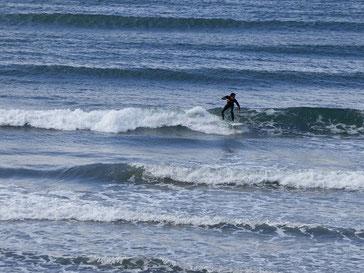 冷たそうな海の色ですが、海水温はまだ暖かです。外気温で少しテンションが下がりそうですが(笑)これにめげず頑張りましょう!