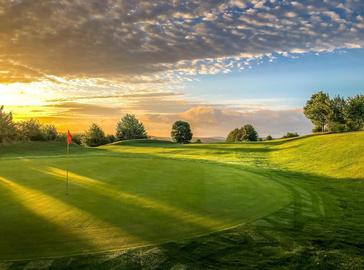 Golfanlagen vom Puttinggreen bis hin zum kompletten Golfplatz und Indoorgolfanlagen