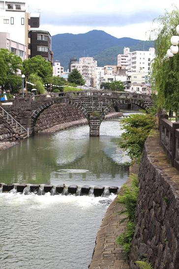 中島川にかかる眼鏡橋。この上流に諏訪神社があります。