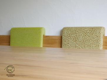 hochwertige Stoffauswahl für Rückenpolster von Massivholzeckbank mit Tisch
