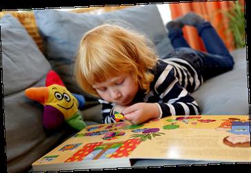 Kai und Sterni - Kind liest Buch