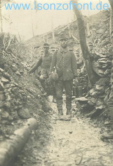 Deutsche Essenholer in einem Laufgraben am Mengore/Sveta Maria im Oktober 1917.