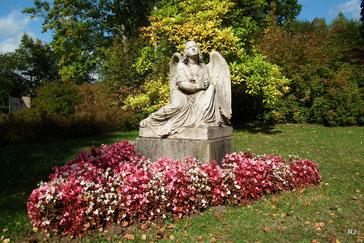 Engel, Steinskulptur, Friedhof Dudweiler
