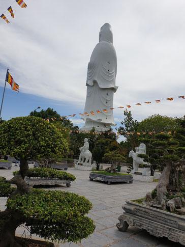 Chùa Linh Ứng, weißer Buddha bei Da Nang
