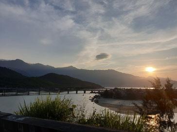 Blick über Lang Co Bay inmitten des Hai Van Passes