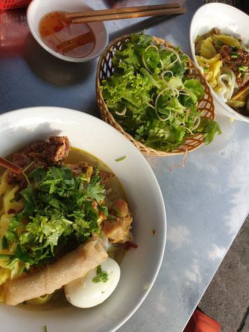 Vietnamesisches Mittagessen auf dem Weg zum Hai Van Pass