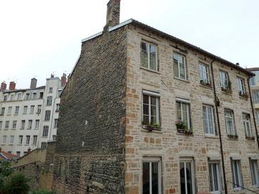 Maison en pierres dorées 8 rue Paul-Bert