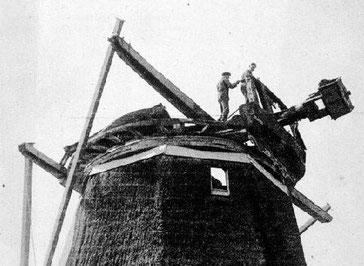 Demontage van de molen (1937) - (Foto: Stichting Oud Meppel)