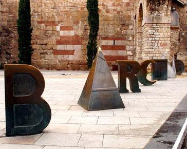 Уличная скульптура Барселоны - Barcino