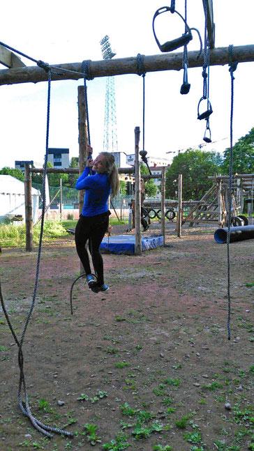 Carolin Gaida beim Survival Parcours.
