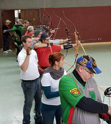Bogenschützen beim Hallentraining in Plochingen