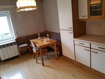 Demontage von Küchen, Lampen etc. & Entfernen von Bodenbelägen