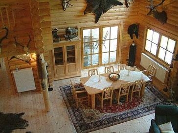 Holzhaus in Blockbauweise - Wohnzimmer im Rundholzhaus - Celle - Blockhausbau - Holzbau - Architektenhaus aus Holz - Landhaus - Naturschutzgebiet - Bezugsfertig  - Massivholzhäuser ohne Folie mit gutem Raumklima