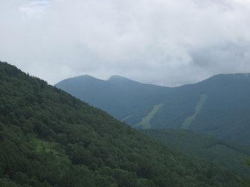 烏帽子岳から望む西篭ノ登山と東篭ノ登山