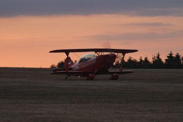 Rote Christen Eagle im Abendrot bei ihrer Ankunft in Wershofen. (Foto:János Wágner))