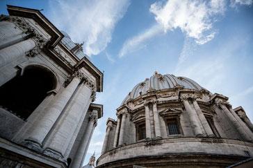 Blick auf die Kuppel des Petersdomes
