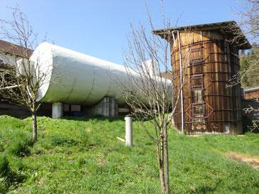 Biogasanlage inmitten unseres Obstgartens