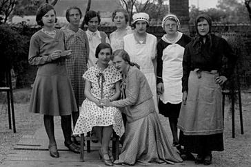 Schülerinnen der Näh- und Handarbeitsschule (1928)
