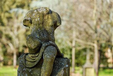 Statue conservée en extérieur