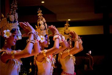 アプサラダンス|カンボジア旅行|オークンツアー|現地ツアー