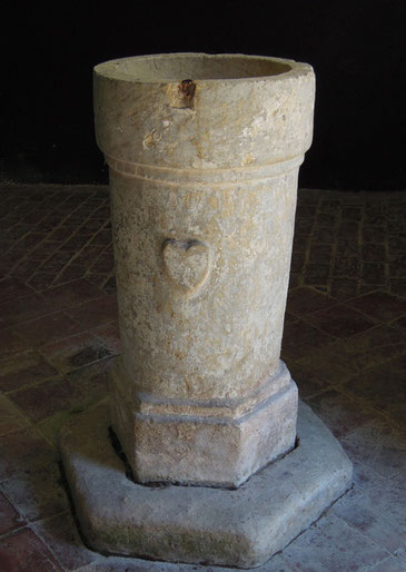 Les fonts baptismaux de l'église de Brassy