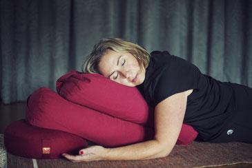 relax and restore yoga restorative yoga meditatie pranayama ademoefeningen