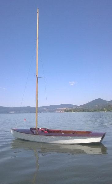 """Il """"nuovo"""" Snipe sul lago. Costruito da Disiot nel 1972 a Genova."""