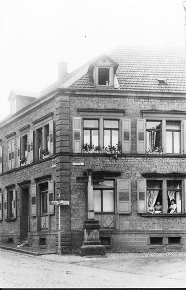 1935, Das ehemalige Kreuz an der Strassenkreuzung