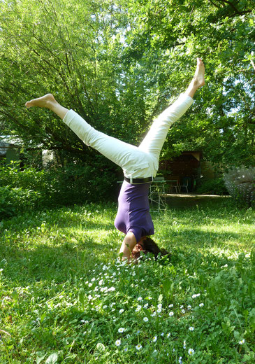 Ulli Muderer unterrichtet Jivamukti-Yoga im Glashaus in München - mitten im Grünen