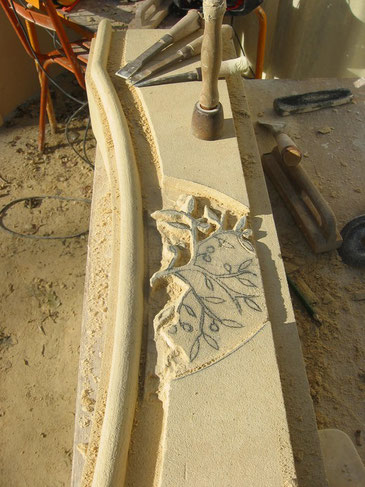 fireplace-stone-carving-mouldings-ornamentations-carved-thoronet-var-83