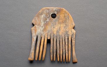 Peigne en bois de cerf. Civilisation de Cortaillod (Suisse, Néolithique moyen)