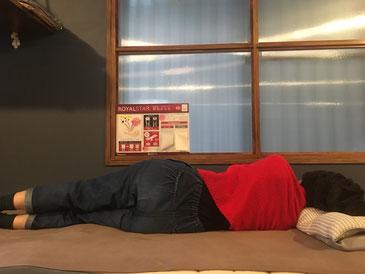 脚を重ねても寝姿勢が安定するマットレス