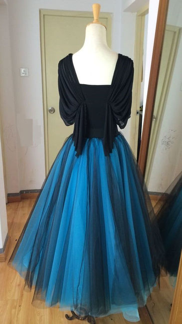 個性的で大人向けのドレスです
