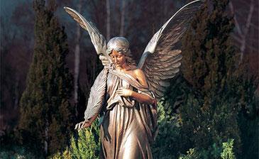 Grabschmuck aus Bronze in allen Varianten erhalten Sie bei Grabmale Mölders in Duisburg