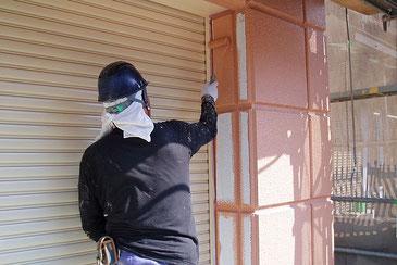 さいたま市岩槻区の戸建住宅で外壁塗装工事の様子