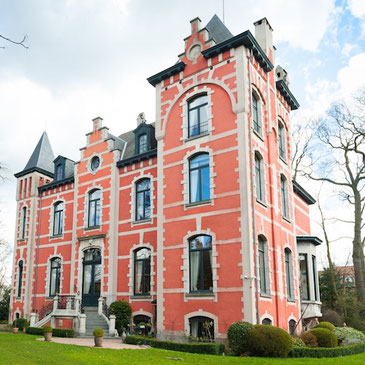 Ten minutes from the heart of Brussels to reach a surprising old manor
