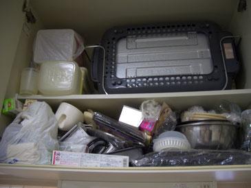 キッチン吊戸棚の片づけ・収納。 重たいモノは下に移します