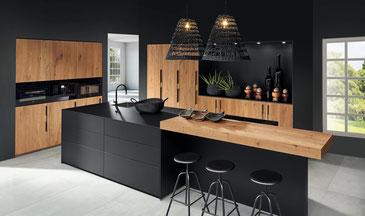 cuisine intérieur design toulouse bois et noir plan de travail granit sans poignée meubles hauts vitrés
