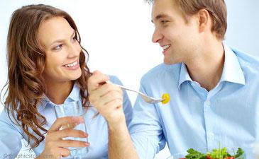 Mit eigenen Zähnen können Sie unbeschwert reden und lachen. Sie sind nicht zu spüren und ermöglichen herzhaftes Kauen.