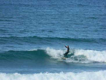 風が吹いたりしましたが、そこまで強く無く十分乗れる波でした。