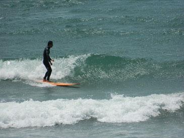 徐々に風が強くなってきましたが、腰ぐらいまでは波がアップしました。