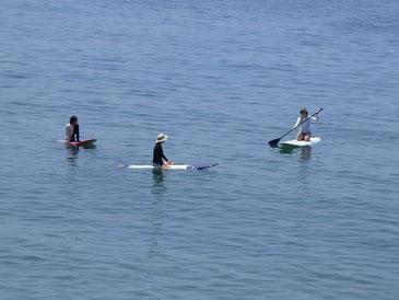 その後は小さな小さなうねりでしたがビーチクリーンの汗を流すためにパドリング定例会~。