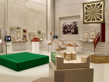 Gianni Pettena. Le métier de l'architecte, Fonds Régional d'Art Contemporain du Centre (FRAC Centre), Orléans, 4.2-26.4/ 2002