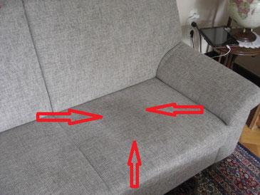 Die dunkle Stelle weist auf ein Changieren des Bezugsstoffes hin. Der s.g. Sitzspiegel