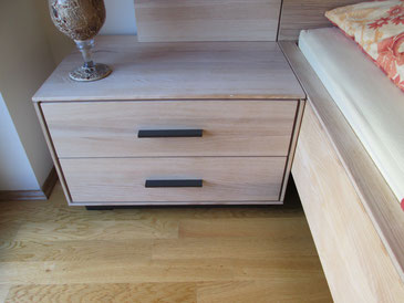 Bei Holzmöbel sind Farbunterschiede nicht zu vermeiden