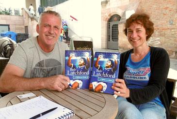 Bobby Latchford und Anke Reinitz präsentieren die Biografie von Latchford