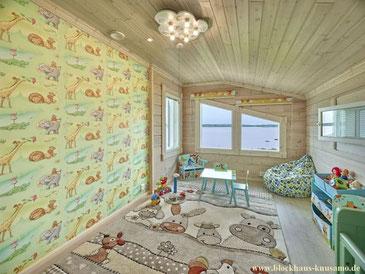 Buntes Kinderzimmer im Wohnblockhaus