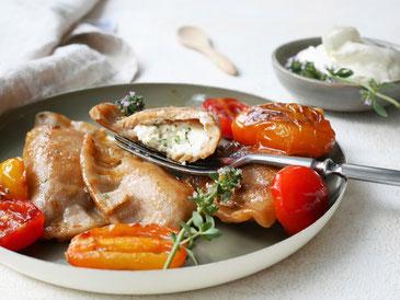 Teigtaschen mit Chili-Frischkäse-Fülle / Kirschtomatenragoût