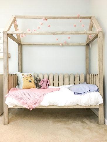 lit cabane pour enfant site de creationmobilier. Black Bedroom Furniture Sets. Home Design Ideas